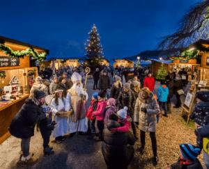 Mattseer Adventmarkt @ Der Adventmarkt findet direkt an der Seepromenade statt.